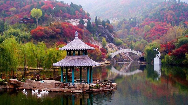 红叶谷生态文化旅游区是国家4a级旅游风景区,同时也是省内首家通过is0